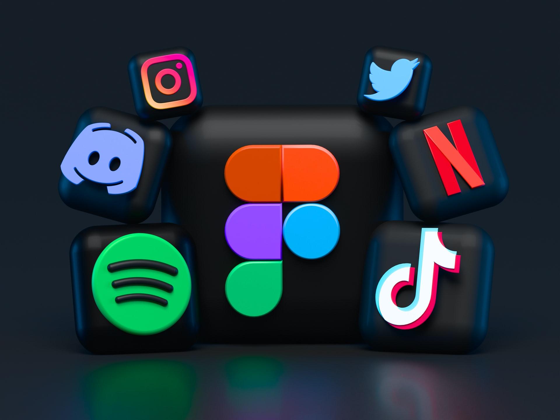How to become a social media influencer and make money